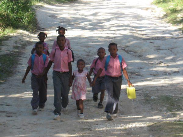 [:en]Haiti : Increase of school disparities at a background of insecurity, Covid-19 and labour union repressionHaïti: Aggravation des inégalités scolaires sur fonds d'insécurité, de COVID-19 et de répressions syndicales